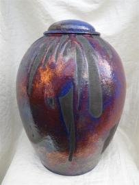 Urn raku paars-blauw / rood / zwart. U 144
