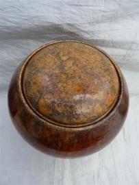 Urn bruin. MU 67