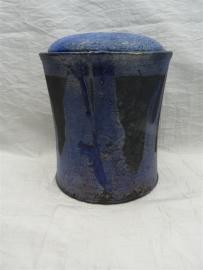 Urn raku blauw. MU 56