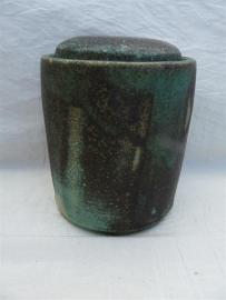 Urn groen / bruinzwart tinten. MU 35