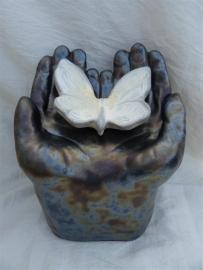 Urn met vlinder antraciet / creme / wit 7
