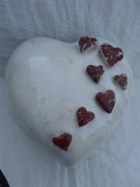 Urn hart kristal wit met rode harten. U 159