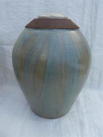 Urn ijsblauw met roestkleur. U 164