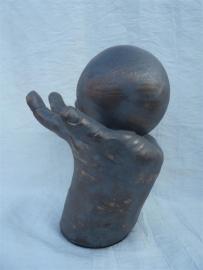 Urn bol in hand oud / brons kleur.