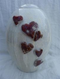 Urn kristalwit met rode harten. U 154