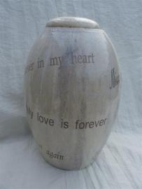 Urn kristalwit met mooie teksten. U 162