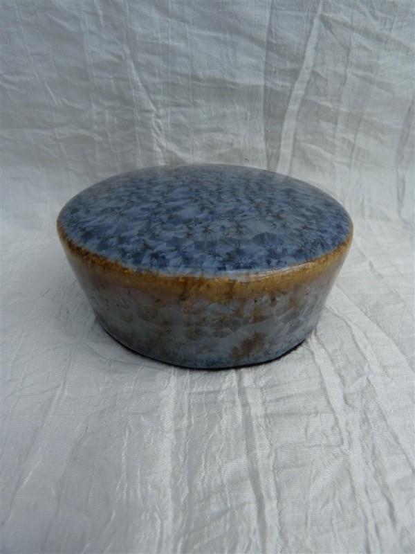 Herinnerings steen kristal glazuur grijs / blauw. HS 7