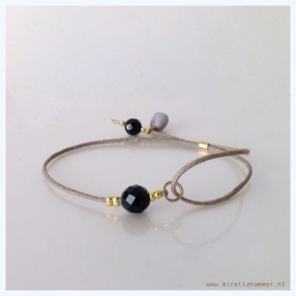 bracelet onyx facet on cotton