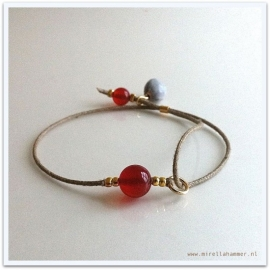 bracelet carnelian on cotton