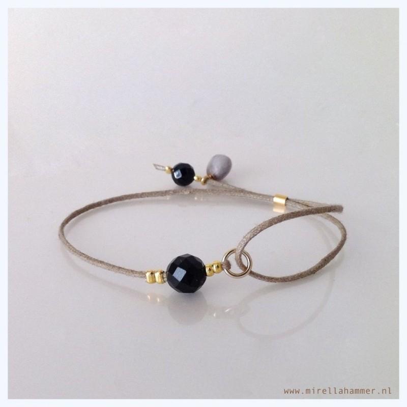 bracelet onyx facet on cotton