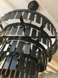 Stoere zwart metalen hanglamp