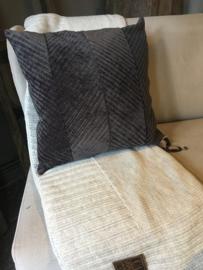 Prachtig velourse kussen bruin van Knitfactory
