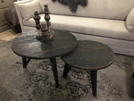 Stoere set oud zwarte ronde salontafels hout