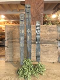 Leuke houten smalle ornamentjes op voet