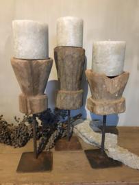 Stoere vijzel kandelaar van hout op statief