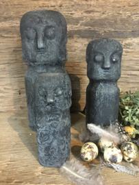 Leuke stenen poppetjes oud zwart