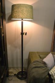 Stoere zwarte staande lamp staal