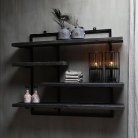 Stoer wandrek met oud houten zwarte planken