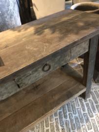 Stoere sidetable van oud vergrijsd hout