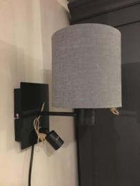 Stoere zwarte wandlamp met leeslampje