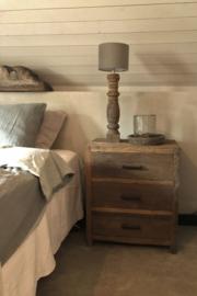 Hele gave nachtkastjes van oud hout met lades