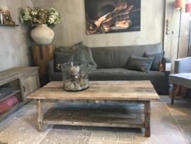 Salontafel van oud hout met onderplank 150 x 70 cm
