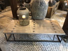 Prachtige salontafel oude deur op stalen frame