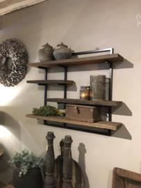 Stoer wandrek met oud houten planken