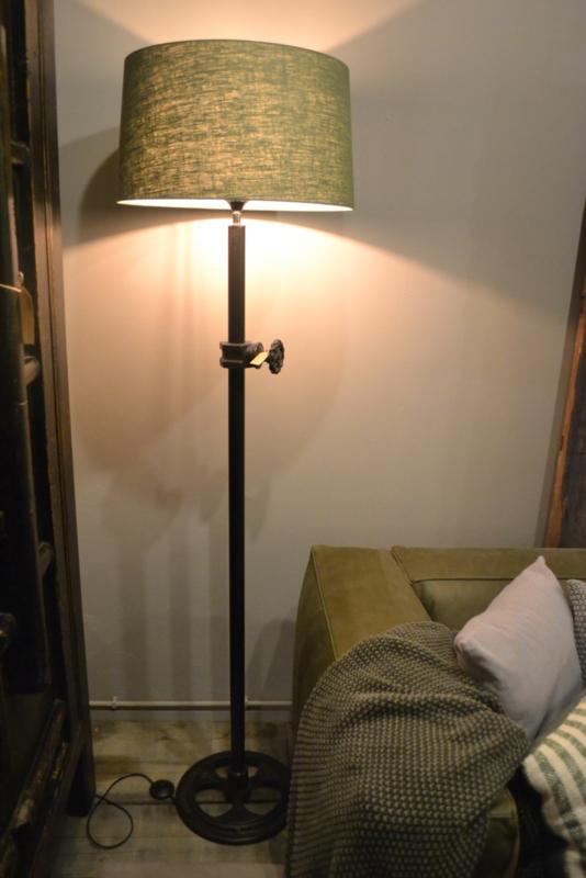 Kleine Zwarte Staande Lamp.Stoere Zwarte Staande Lamp Staal Vloerlampen Landelijk