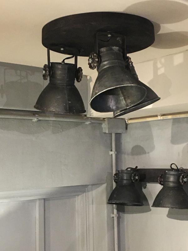 Stoere plafond lamp in oud zwart 3 spot