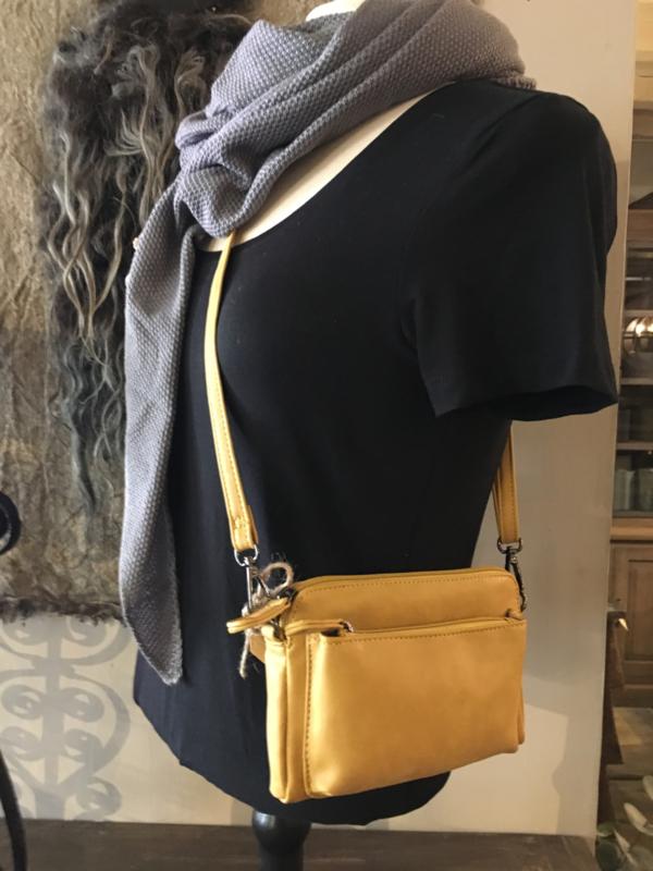 Leuk klein schoudertasje geel