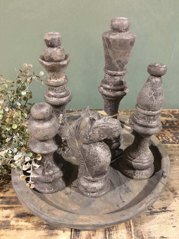 Set van 5 schaakstukken van vergrijsd hout