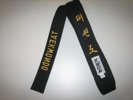Zwarte band met Taekwondo geborduurd