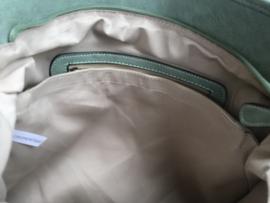 Groene tas gevlochten met sierbanen groen