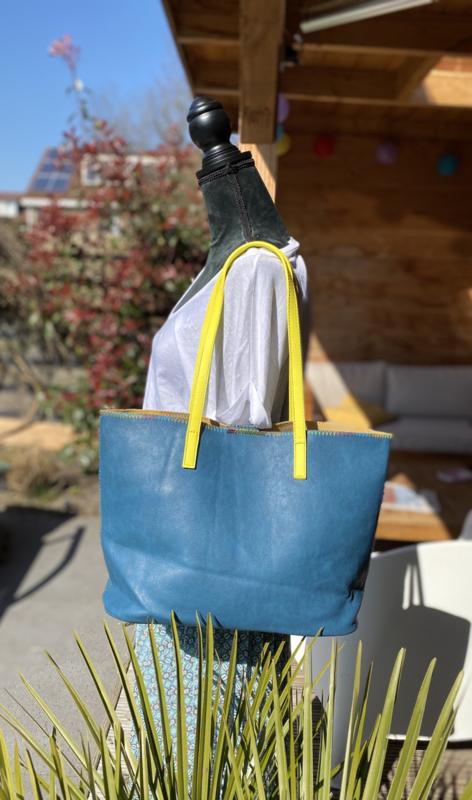 Blauwe shopper met geel hengsel