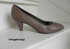 Carlini taupe basis pumps (2551)