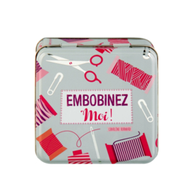 Blikje met naaigerei (gevuld) - boite a couture embobinez-moi - Derriere la porte