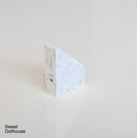 Magazine cassette leaves white