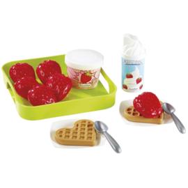 Voedselset Aardbeien met slagroom en ijs op dienblad