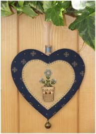 Patroon + materialenpakketje hanger hartje 'Bloemen' blauw