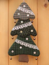 Patroon + materialen hanger 'Kerstboompje' met knoopjes en kant
