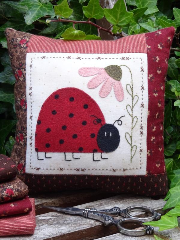 Patroon speldenkussen 'Ladybug'