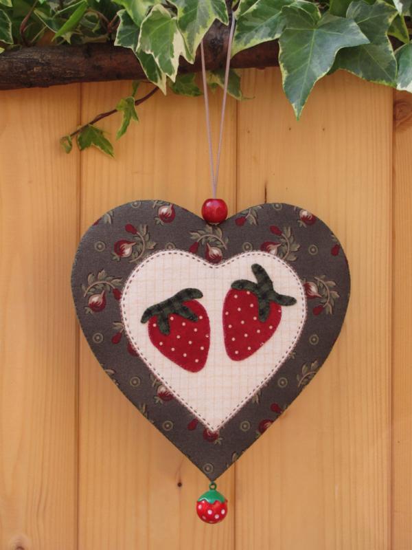 Patroon + materialenpakketje hanger hart 'Aardbeien'