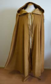Lange okerkleurige cape