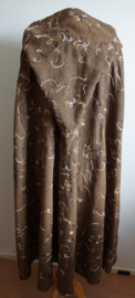 Lange bruine cape met borduursel