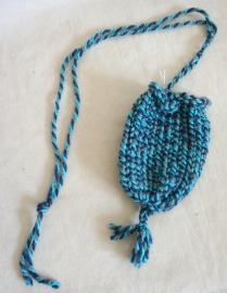 Blauw gemeleerd gebreid buideltje - H6
