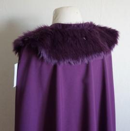 Paarse cape met nepbontje