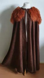 Bruine cape met nepbontje