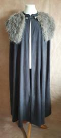 Grijsblauwe cape met nepbontje