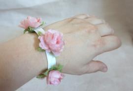 Bloemenarmbandje roosjes